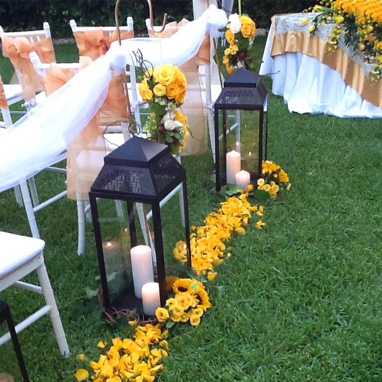 Lantern W Tropical Bouquet