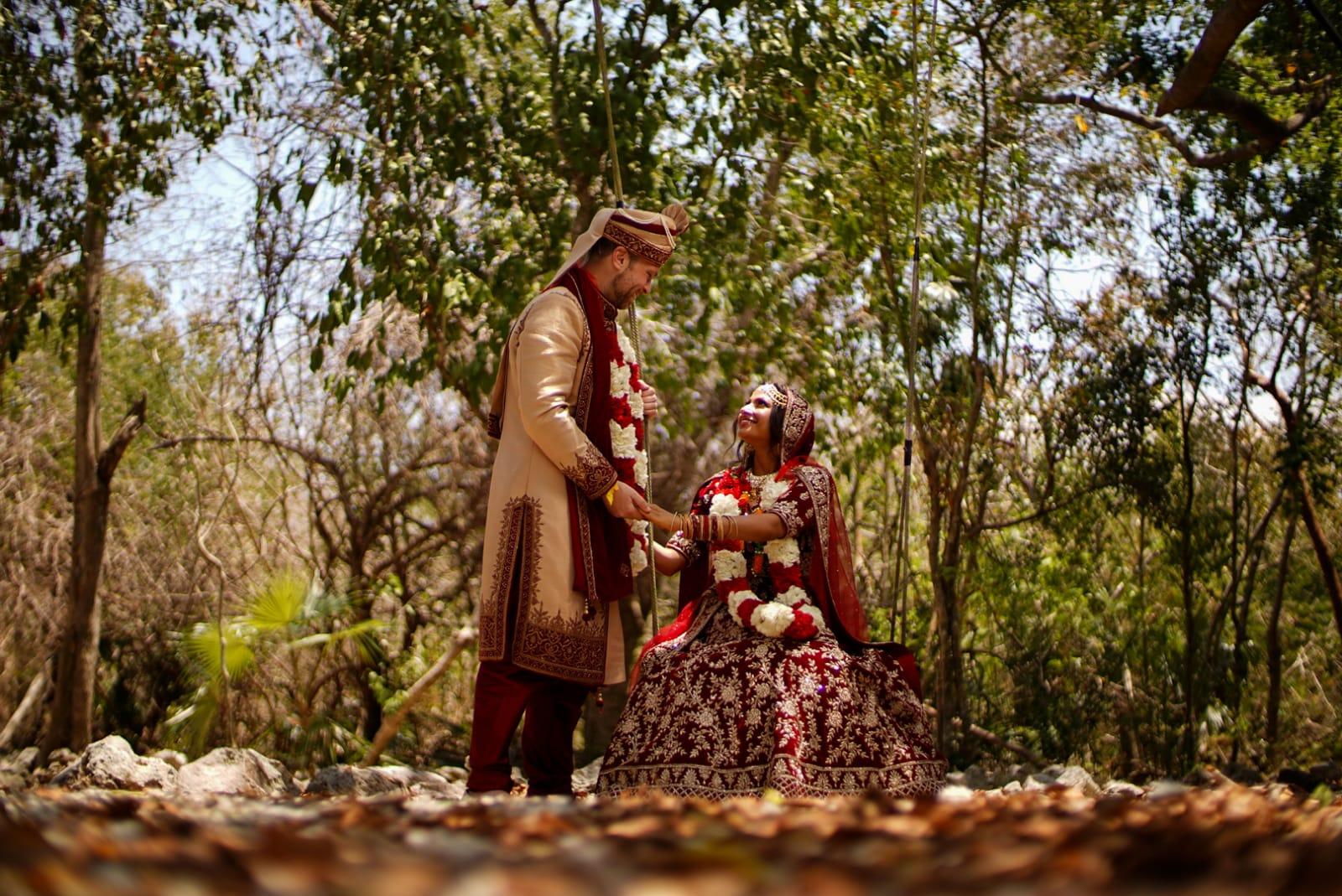 Cenote Jaimalas Couple Hindu3