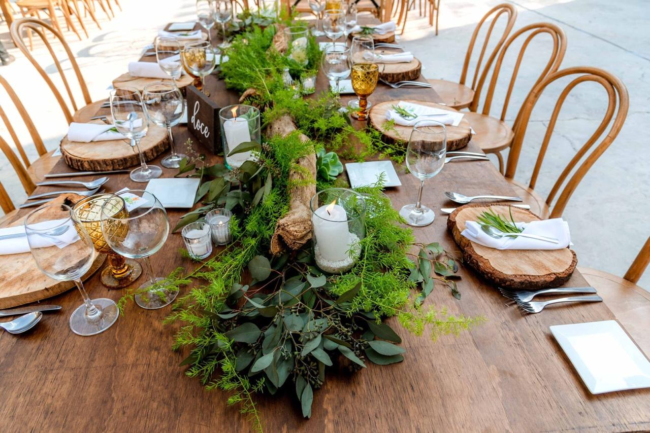 Eucalyptus And Foliage Garland With Bark Plate Charger
