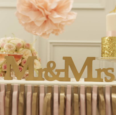 Mr And Mrs White Sign.png