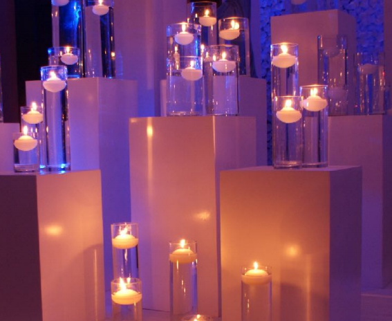 Set Of 3 Wooden Pedestals With 3 Glass Cylinders With Water And Floating Candles.png