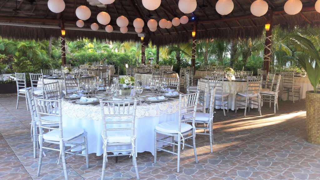 Tucanes Bar With Silver Tiffany Chairs Paper Lanterns And Embroided Overlay