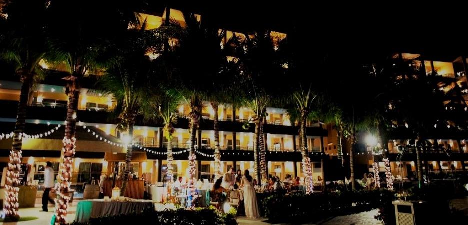 Bulbs_christmas_lights_Pool_deck_GRM2