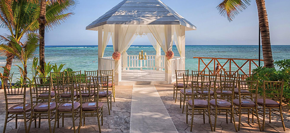 Ceremony_white_gazebo_with_gold (1)