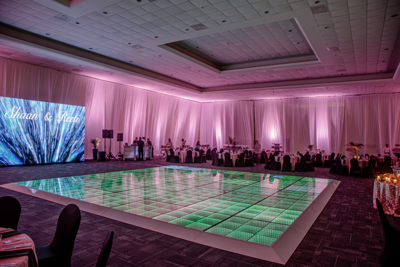 Grand_ballroom_edr_draping_2_sides_wall_screen_led