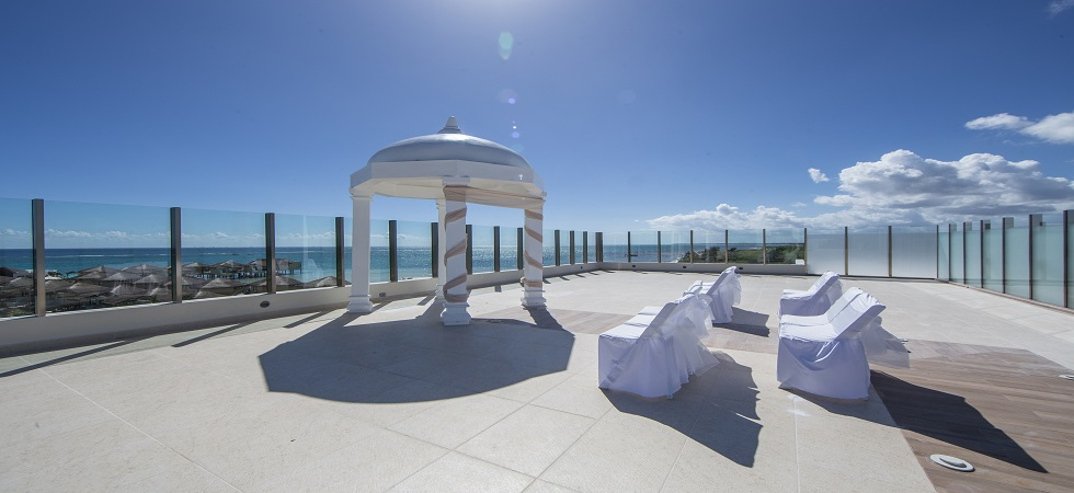 New_sky_deck_palafitos_bridal_moments_ceremony_decor