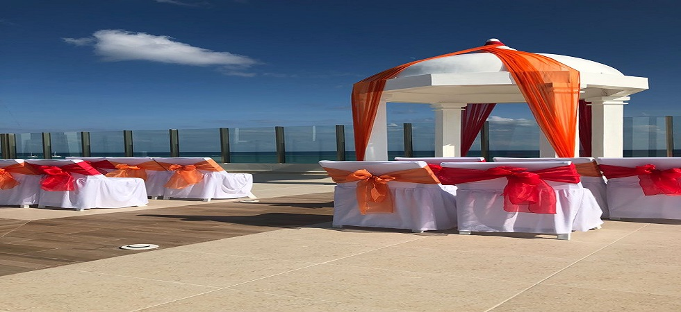 New_sky_deck_palafitos_red_and_orange
